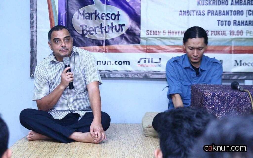 Bapak Haidar Bagir, Direktur Utama Mizan, juga hadir dalam acara diskusi ini.