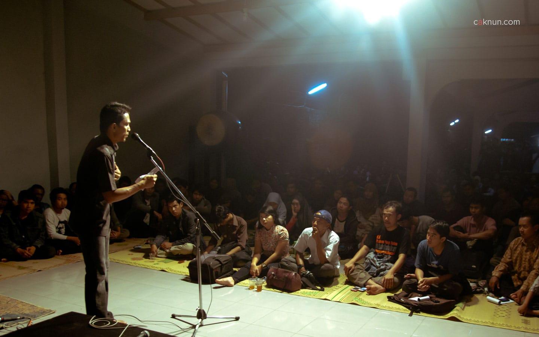 Pembacaan Puisi pada Peringatan 45 Tahun Persada Studi Klub di Rumah Budaya EAN. Foto 04. Foto oleh Adin Progress. Dok Progress.