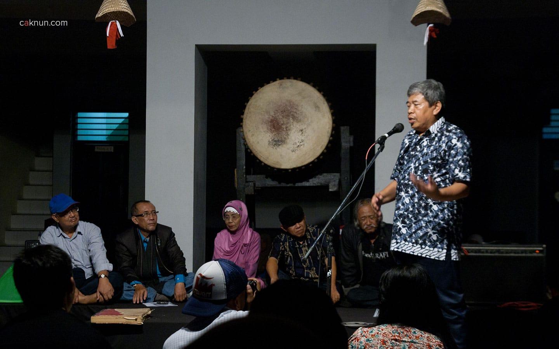 Mustofa W. Hasyim pada Peringatan 45 Tahun Persada Studi Klub di Rumah Budaya EAN. Foto 06. Foto oleh Adin Progress. Dok Progress.
