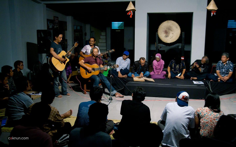 Penampilan Untung Basuki pada Peringatan 45 Tahun Persada Studi Klub di Rumah Budaya EAN. Foto 07. Foto oleh Adin Progress. Dok Progress.