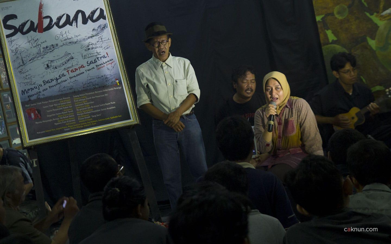 "Setelah penandatanganan, mbak Novia Kolopaking diminta menyanyikan lagu ""Syukur"". Foto oleh Adin Progress."
