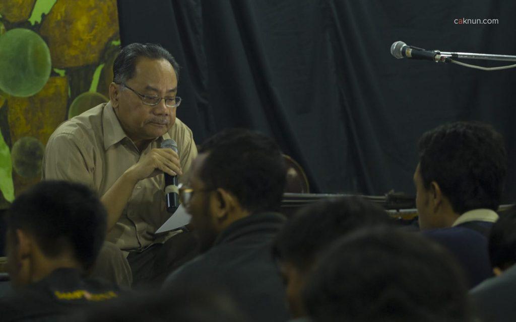 Bang Hadi sedang menyampaikan pidato kebudayaan