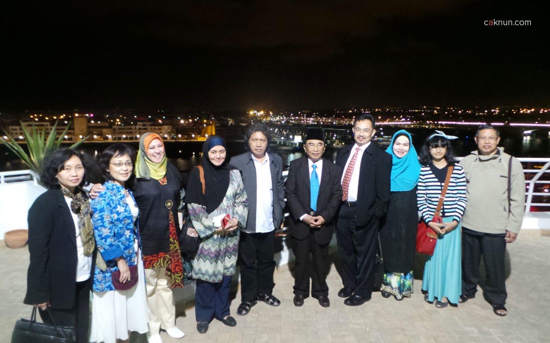 Berfoto bersama dengan perwakilan Dubes RI untuk Maroko