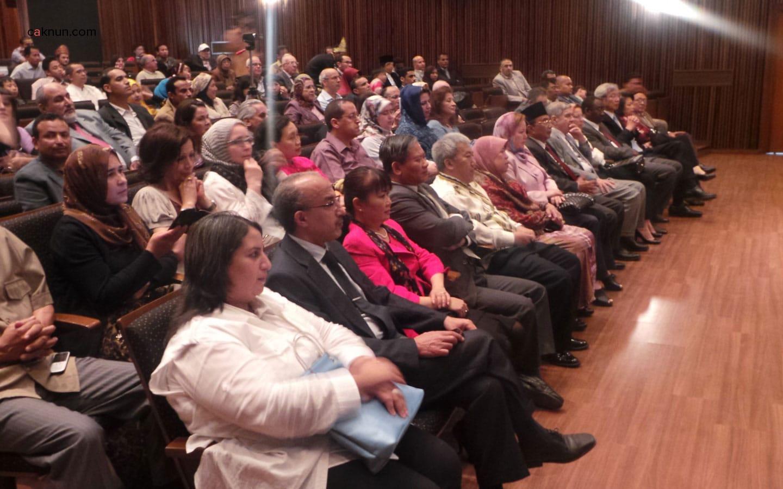 Hadirin terlihat sangat serius mendengar persembahan dari Cak Nun dan KiaiKanjeng