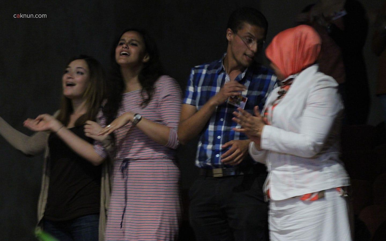 Mahasiwa Al Akhawayn sangat bergembira ketika lagu Medley Maroko dimainkan begitu indah oleh KiaiKanjeng. Maroko Tour 2013 - Foto oleh Adin Progress.