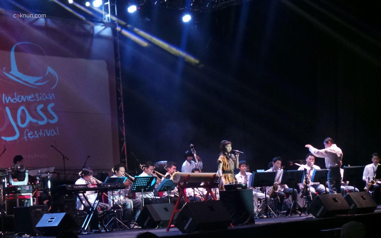 Penampilan KIRANA Big Band (Yogyakarta) mengawali event Indonesian Jass Festival 2013. Foto 01. Foto oleh Adin Progress.