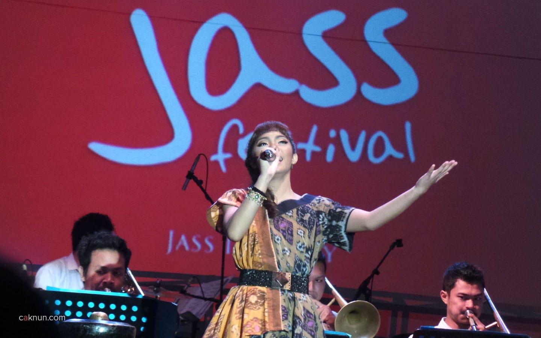 Penampilan KIRANA Big Band (Yogyakarta) mengawali event Indonesian Jass Festival 2013. Foto 02. Foto oleh Adin Progress.