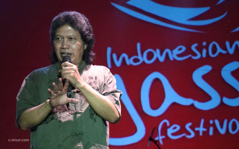Pembukaan Indonesian Jass Festival 2013 oleh Cak Nun didampingi Beben Jazz. Foto 03. Foto oleh Adin Progress.