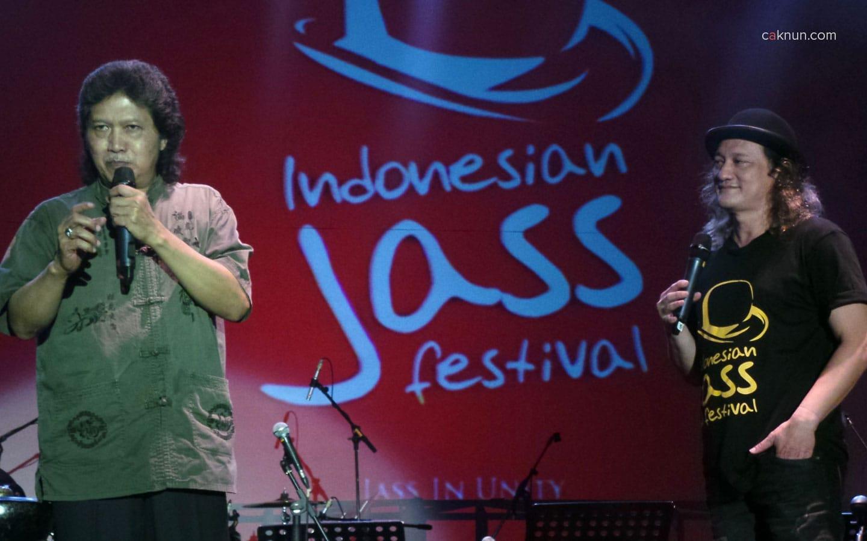 Pembukaan Indonesian Jass Festival 2013 oleh Cak Nun didampingi Beben Jazz. Foto 04. Foto oleh Adin Progress.