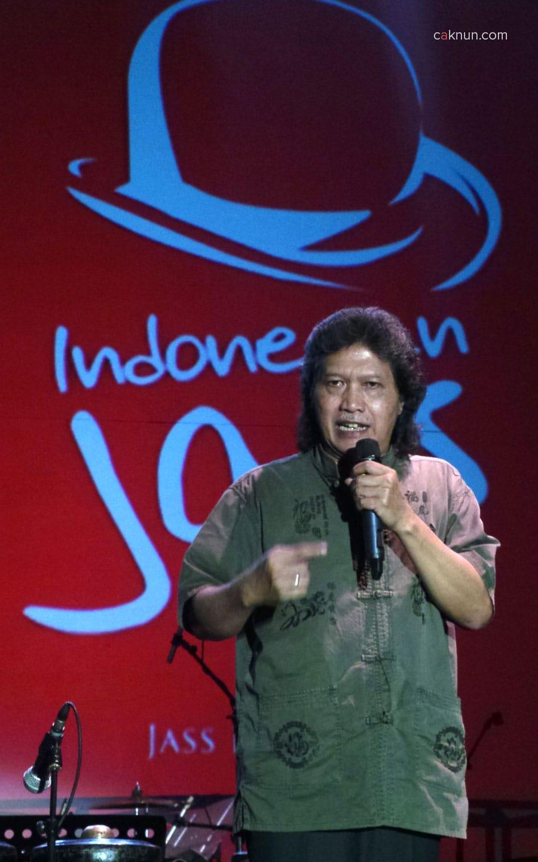 Pembukaan Indonesian Jass Festival 2013 oleh Cak Nun didampingi Beben Jazz. Foto 05. Foto oleh Adin Progress.