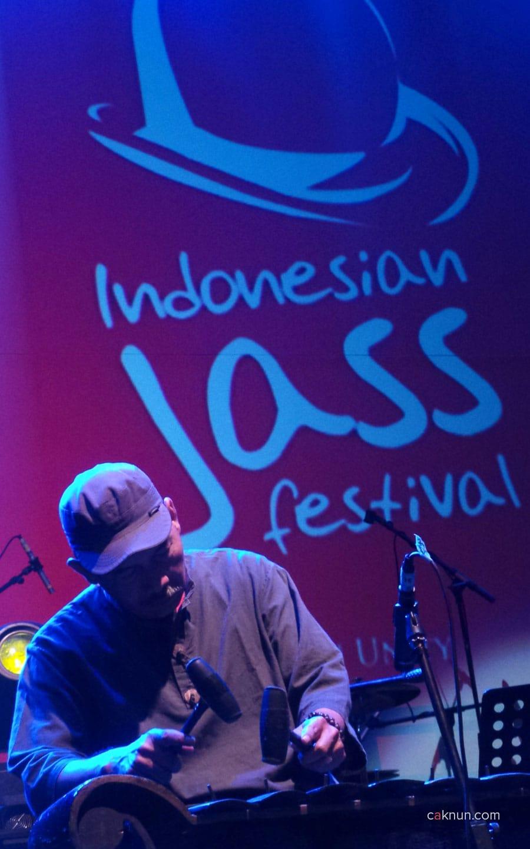 Inna Kamarie dan KiaiKanjeng. Indonesian Jass Festival 2013. Foto oleh Adin Progress.