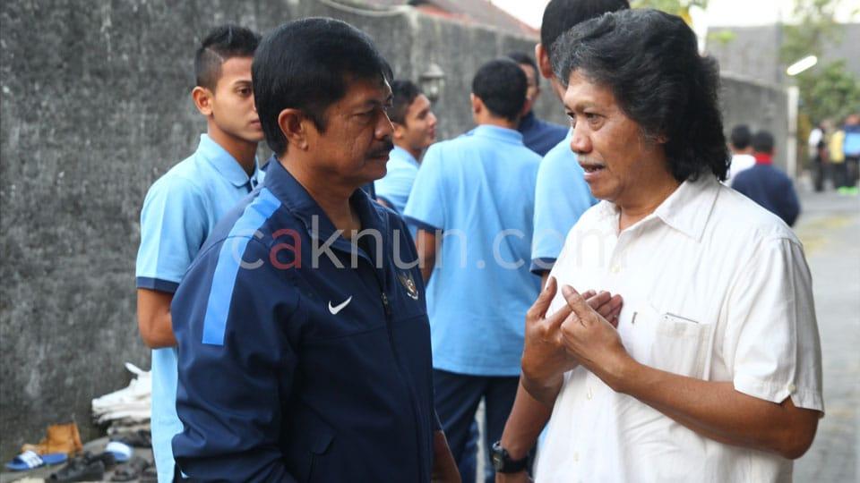 Cak Nun bersama coach Indra Syafri