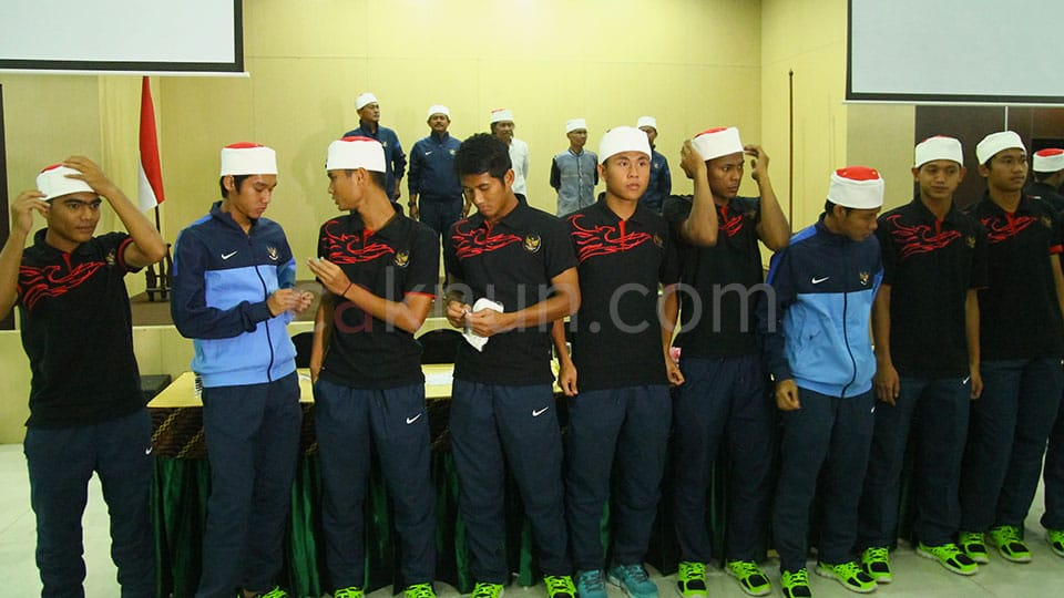 SIlaturrahmi Timnas U19 dengan beberapa panti asuhan yatim piatu di UNY