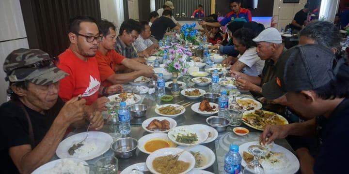 Makan Siang di Pulau Bangka