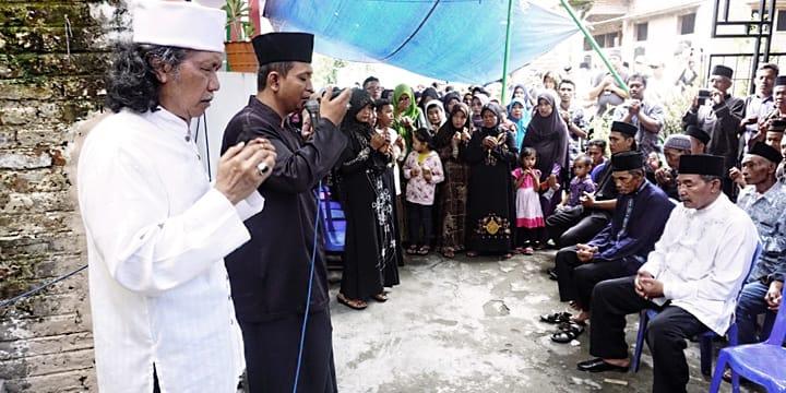 Mbak Dewi Islami yang Tri Suci
