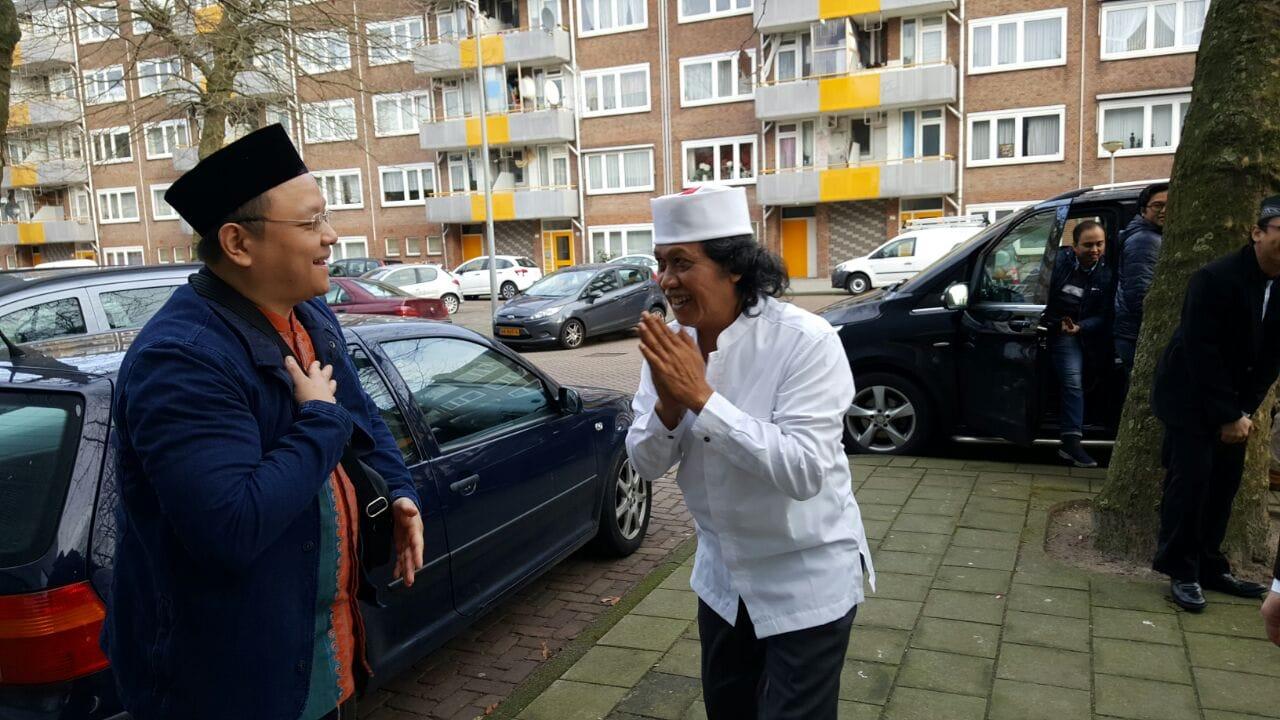 Cak Nun dan Ibu Novia hadir di Islamitische Basisschool El-Amien.