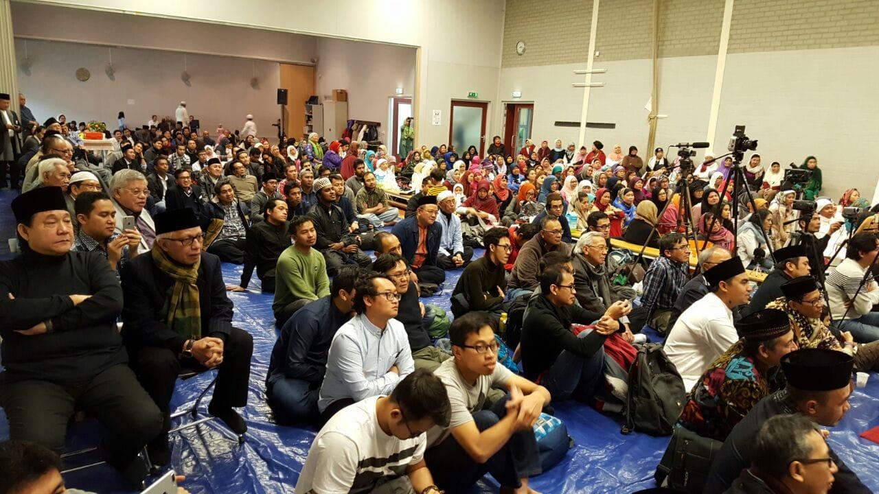 Pekerja dan pelajar Indonesia yang datang dari sekitar Amsterdam, Den Haag, dan bahkan Jerman.