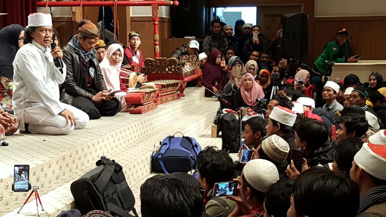 Kebanggaan Cak Nun untuk Pekerja Indonesia di Korsel