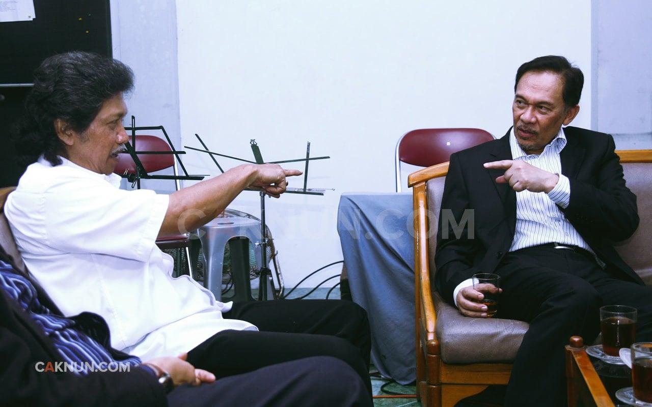 Cak Nun dan Datuk Anwar Ibrahim