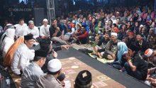 """""""Karep saya, saya jadi presiden. Butuhnya saya, Mbah Nun jadi presiden. Tapi nyatanya, Jokowi yang presiden,"""" begitu Dik Alfu Salam merespons simulasi Mbah Nun."""