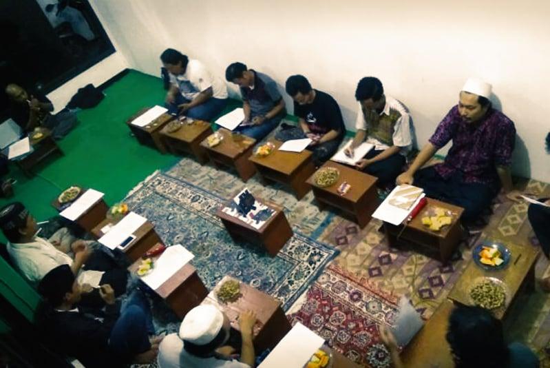 """Selain mengilhami lahirnya Tadabbur Daur dari jamaah, """"hutan belantara"""" Daur yang ditulis Mbah Nun direspons oleh JM Semarang dalam bentuk kelompok Sinau Daur."""