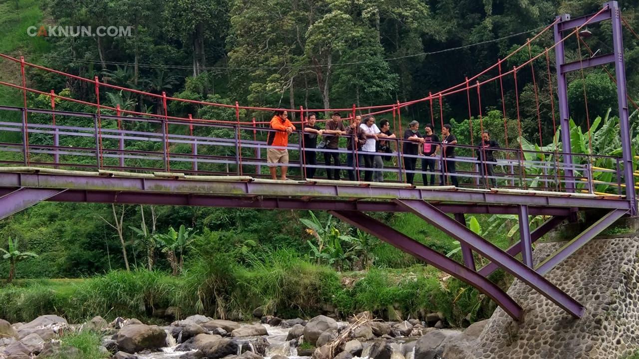 Rombongan puasa yang hanya bisa berfoto-foto saja, atau menikmati pemandangan alam pegunungan. Hanya itu.