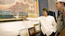 """Mbah Nun menghadiri Buka Bersama Polrestabes Surabaya menjelang Sinau Bareng """"Satu Hati Waspodo!"""" malam ini halaman Mapolrestabes Surabaya."""