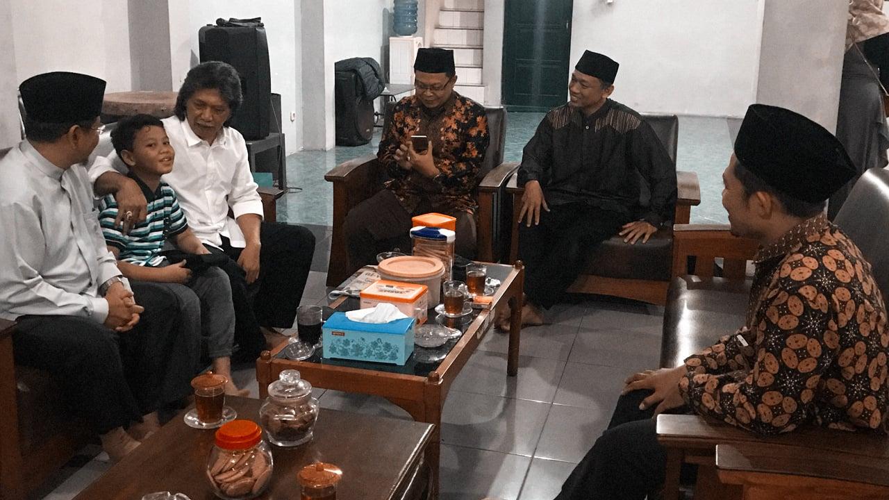 Silaturahmi DPP HTI Kepada Cak Nun