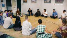 Dialog Cak Nun bersama mahasiswa dari program USINDO.