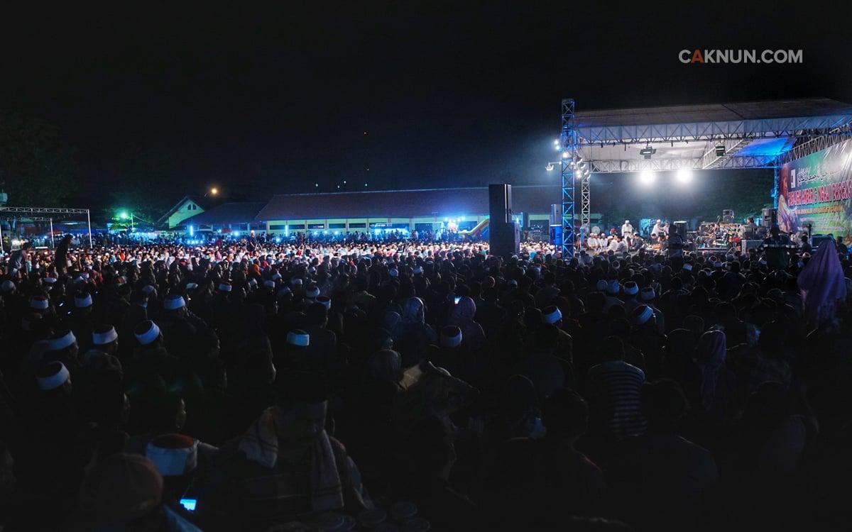 Ribuan jamaah memadati Lapangan Menganti, Gresik, 22 Juli 2017