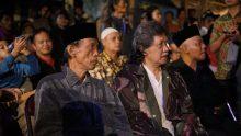 Usai acara BI Jateng, Cak Nun langsung balik menuju Magelang untuk menghadiri Festival Lima Gunung dan Pengajian Mari Goblok Bersama yang diinisiasi Pak Tanto Mendut dan Komunitas Lima Gunung.
