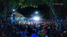 Masyarakat Dusun Krapyak Wedomartani Ngemplak Sleman yang mayoritas warga Nahdliyin memadati Balai Dusun Krapyak untuk Sinau Bareng Cak Nun dan KiaiKanjeng. Turut hadir pula Kapolda DIY Brigjen Ahmad Dhofiri.