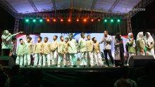 Malam ini KiaiKanjeng mewarnai pembukaan Aksioma-KSM 2017 di Stadion Mandala Krida Yogyakarta. Adik-adik siswa-siswi Madrasah Ibtidaiyah sempat ikut serta naik ke panggung KiaiKanjeng.