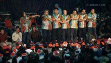 Malam ini berlangsung Sinau Bareng Cak Nun dan KiaiKanjeng dalam rangka peringatan Dies Natalis ke-8 FIB UB. Bapak-bapak Kiai Kanjeng membawakan lagu-lagu anak-anak dari berbagai daerah.