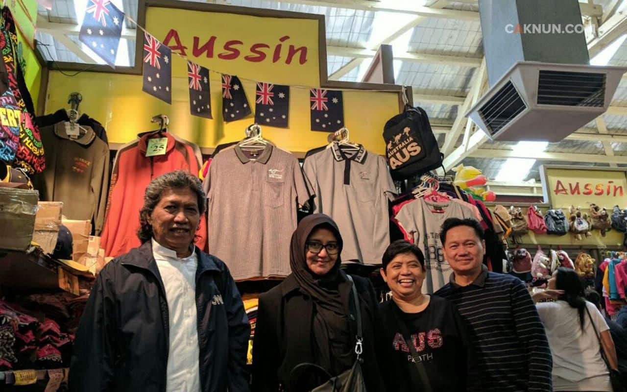 Berjumpa pedagang souvenir asal Indonesia.