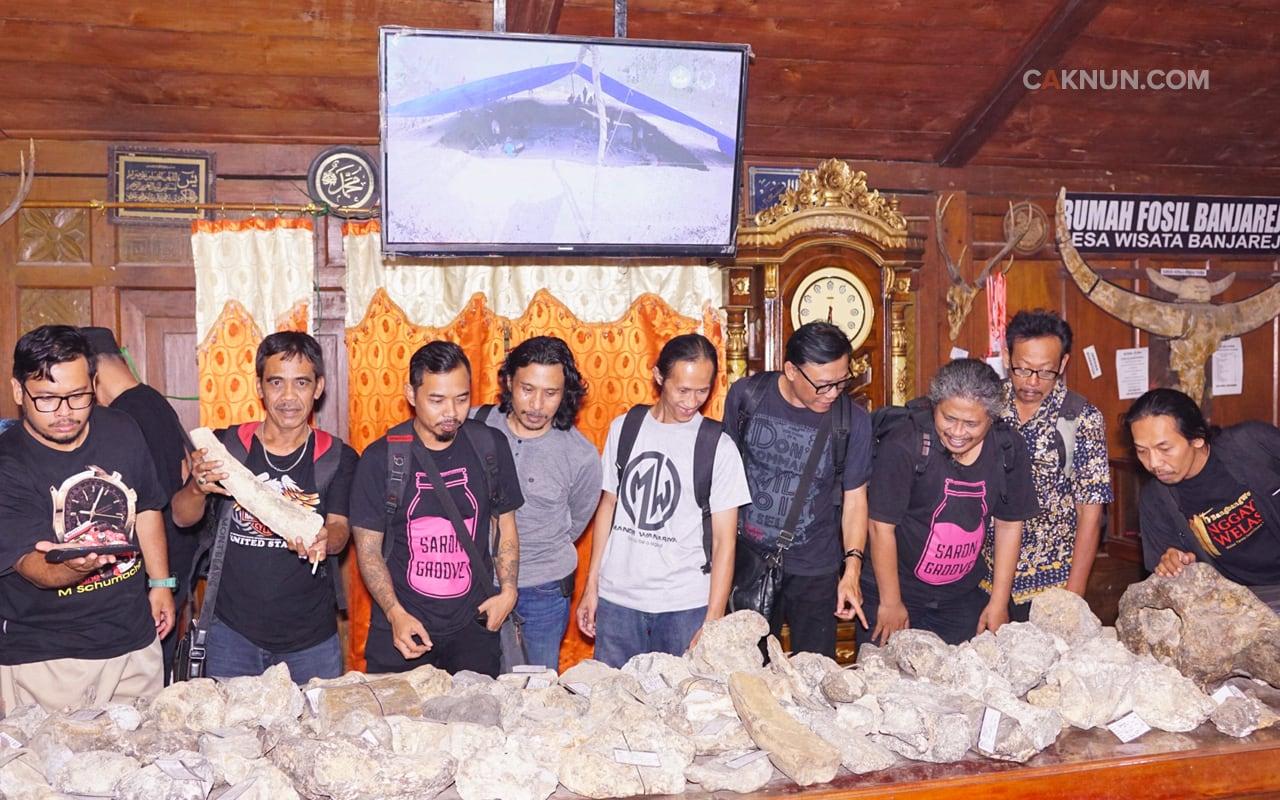 Melihat Benda Purbakala di Rumah Fosil Banjarejo