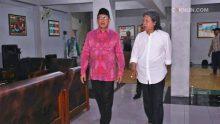 Cak Nun mengajak Menteri Agama untuk mengayomi umat.