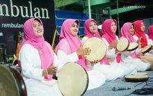 Persembahan ibu-ibu Pengajian Halimatus Sa'diyah mengawali kebahagiaan Padhangmbulan malam ini.