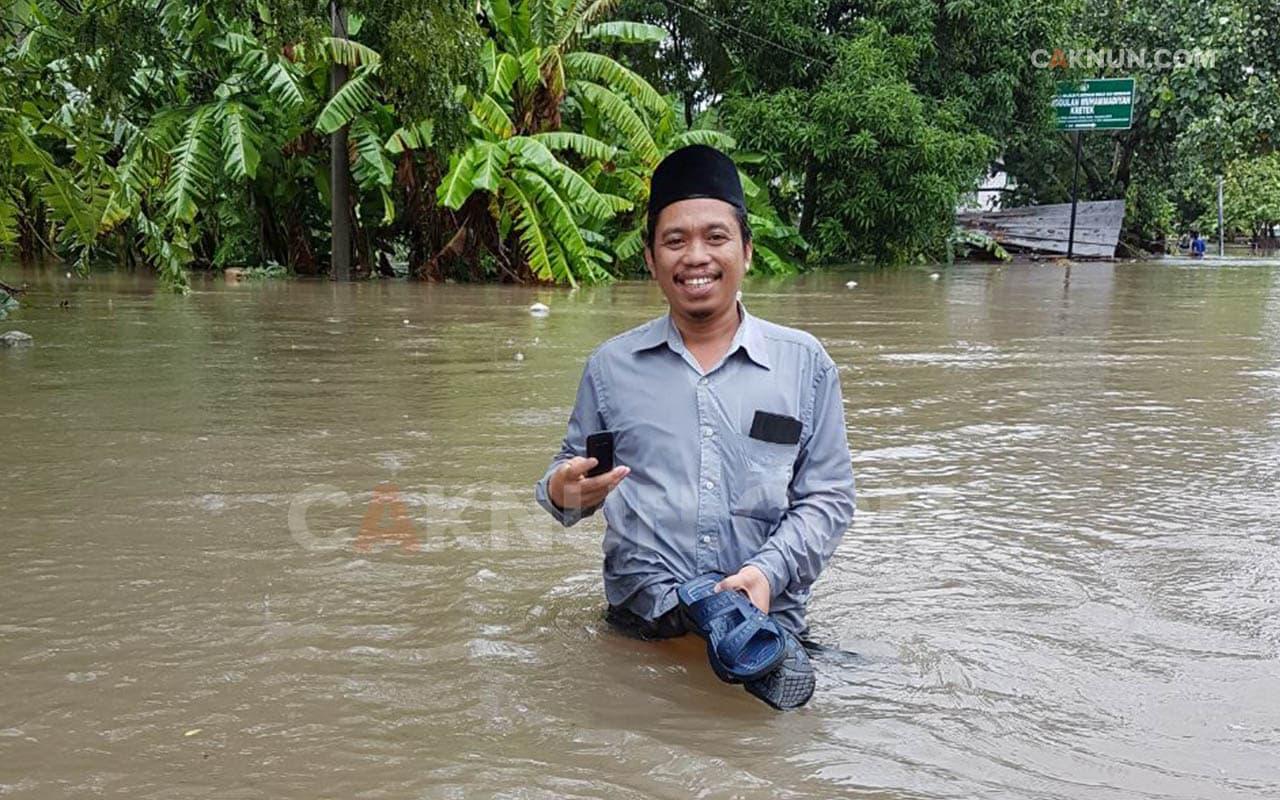 Kyai Kita Menikmati Banjir