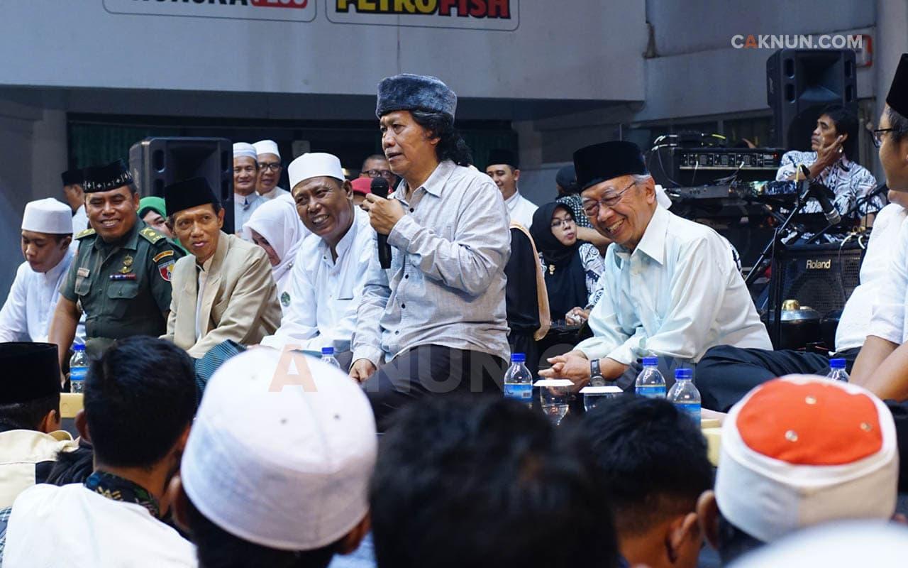 Jamaah Maiyah Gresik Sinau Bareng Mbah Nun dan Gus Sholah