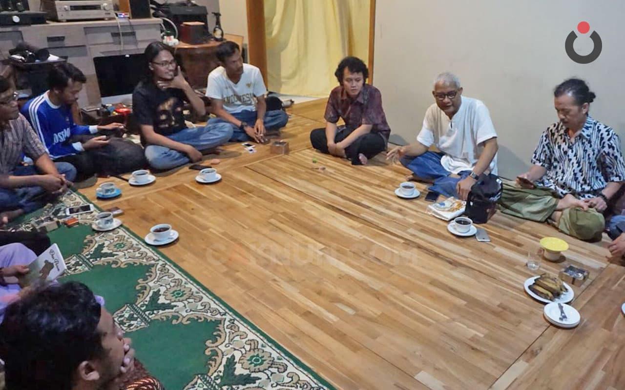 Menunda <em>Kungkum</em> Demi Bersama Syaikh Kamba