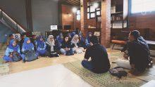 Siswa SMAN 1 Kediri Belajar Ilmu Sosial di Rumah Maiyah