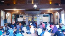 "Sinau Bareng Redaksi Caknun.com: What Are In ""What""?"