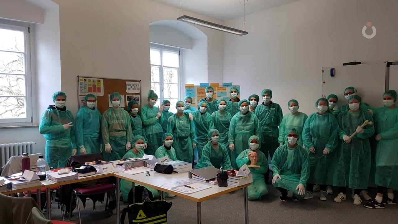 Para relawan penanganan Covid-19 di Zollernalb Klinikum Albstadt Zollernalbkreis, Baden-Württemberg, Jerman.